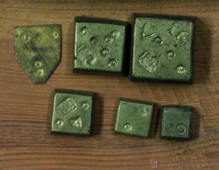Antigüedades: BALANZAS DE PRECISIÓN Y PESAS ANTIGUAS EN ESTUCHE DE 16,7 CM DE LARGO. - Foto 3 - 42046647