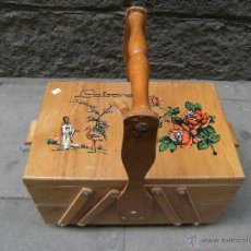 Antigüedades: BONITO COSTURERO DE MADERA CON ILUSTRACIONES. Lote 42324702