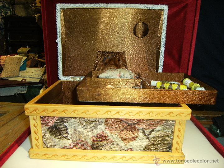 Antigüedades: Bonito costurero de madera y tela con estampado en flores - Foto 2 - 42324767