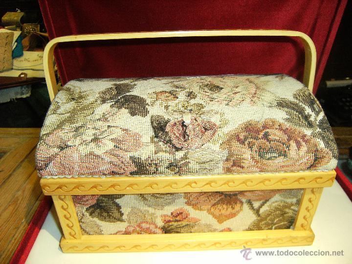 Antigüedades: Bonito costurero de madera y tela con estampado en flores - Foto 3 - 42324767
