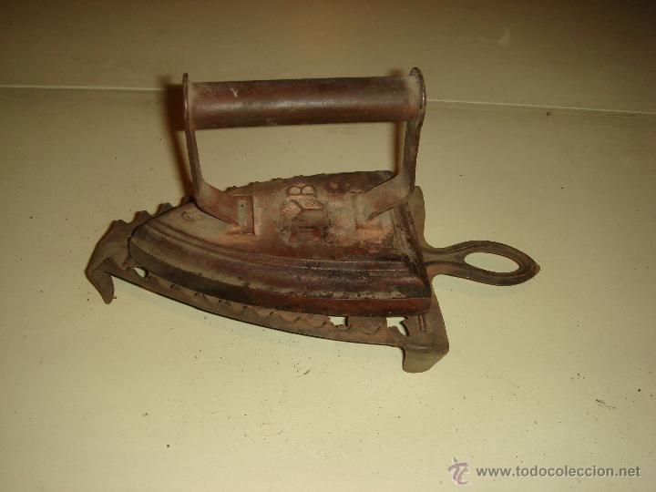 Antigüedades: ANTIGUA PLANCHA Y PIE DE PLANCHA DE HIERRO. T B. nº 6 - Foto 2 - 42408232
