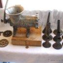 Antigüedades: GRAN PICADORA DE CARNE ELMA Nº 22.COMPLETA CON EMBUDOS.. Lote 42421589