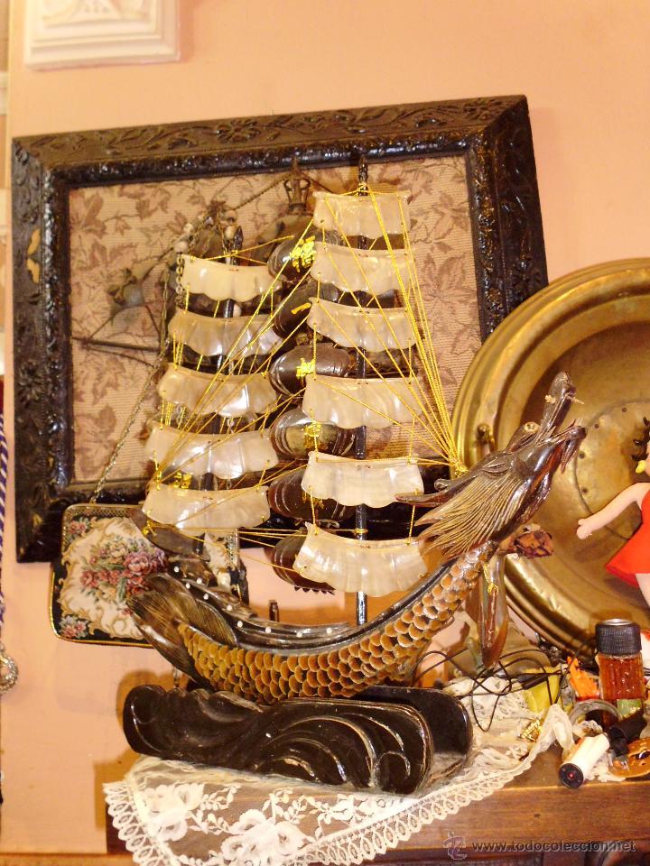ANTIGUO BARCO CHINO CON DRAGON EN CAREY O SIMILAR PIE EN MADERA (Antigüedades - Antigüedades Técnicas - Marinas y Navales)