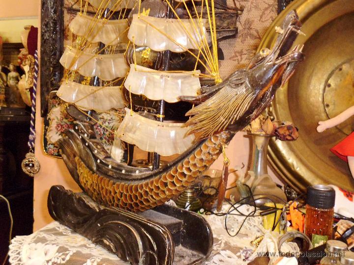 Antigüedades: ANTIGUO BARCO CHINO CON DRAGON EN CAREY O SIMILAR PIE EN MADERA - Foto 4 - 42549357