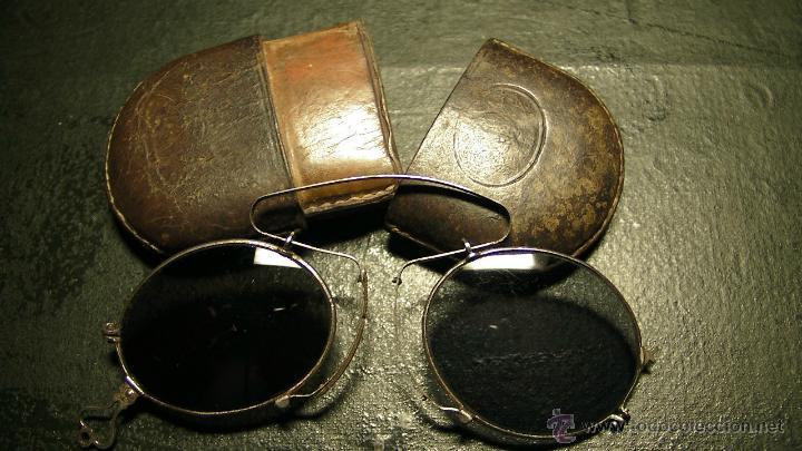 GAFAS DE SOL PLEGABLES CON FUNDA DE PIEL (Antigüedades - Técnicas - Instrumentos Ópticos - Gafas Antiguas)