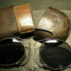Antigüedades: GAFAS DE SOL PLEGABLES CON FUNDA DE PIEL. Lote 42564790