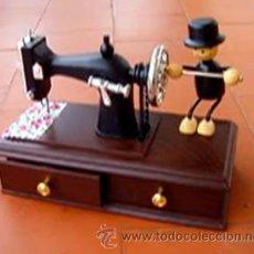 Antigüedades: MAQUINA DE COSER , CAJA DE MUSICA ....SANNA. Lote 42584726