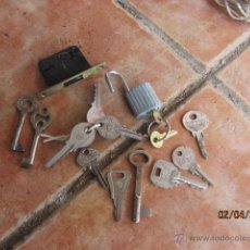 Antigüedades: ANTIGUO LOTE DE LLAVES VARIADAS MAS CANDADO . Lote 42648726