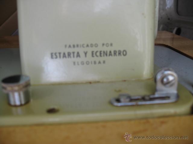 Antigüedades: Maquina de coser sigma - Estarta y ecenarro Egoibar - con mueble de madera- con caja repuestos - Foto 6 - 42799195