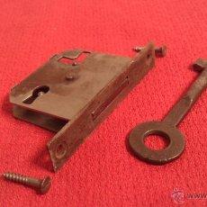 Antigüedades: CERRADURA CON LLAVE RESTAURAR - MECANISMO 4,5X4CM. Lote 42925090