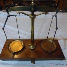 Antigüedades: BASCULA DE LABORATORIO ANTIGUA. Lote 43007519