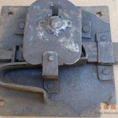 Antigüedades: CERRADURA DE FORJA GRANDE SIN LLAVE. Lote 43182686