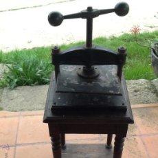 Antigüedades: PRENSA ANTIGUA CON SU MUEBLE ORIGINAL. Lote 43265965
