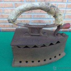 Antigüedades: PLANCHA DE CARBON ANTIGUA. Lote 43375877