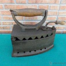 Antigüedades: PLANCHA DE CARBON ANTIGUA. Lote 43376408