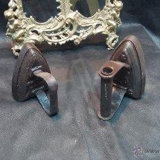 Antigüedades: DOS PLANCHAS DE HIERROS MACIZAS ANTIGUAS. Lote 43390658