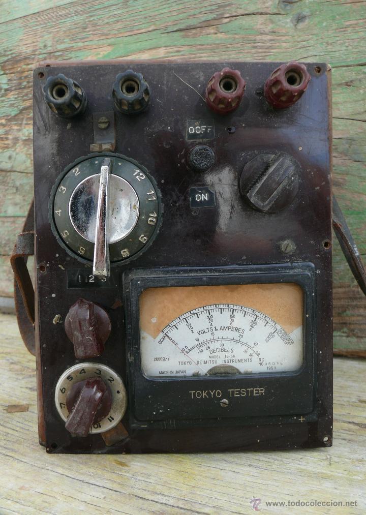 Antigüedades: RARO APARATO ANTIGUO TOKYO TESTE MADE IN JAPAN AÑOS 50 MANDOS RADIO DE BAQUELITA Y EFECTO MADERA - Foto 2 - 43450779