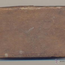 Antigüedades: ANTIGUA BALANZA DE PESAR MONEDAS CON CUATRO PESAS INSTRUCCIONES EN EL INTERIOR DE LA TAPA. . Lote 57339750