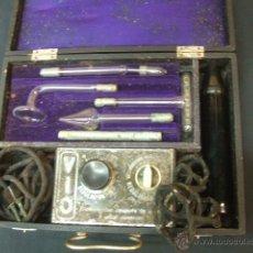 Antigüedades: ANTIGUO MALETIN PORTATIL DE ELECTROTERAPIA - ¿AÑOS 20-30?. Lote 43541380