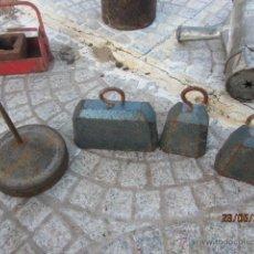 Antigüedades: LOTE DE CONTRAPESAS ANTIGUA MAQUINA DE TEJER ERKA. Lote 43563637