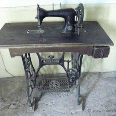 Antigüedades: MAQUINA DE COSER CON MESA. Lote 72869515