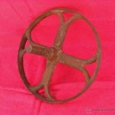 Antigüedades: ANTIGUA RUEDA HIERRO,GRANDE,CARRETILLA. Lote 43606282