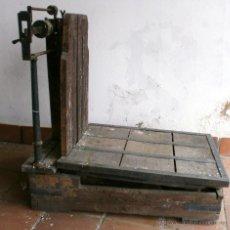 Antigüedades: BÁSCULA ANTIGUA DE ALMACÉN-HASTA 300KG-PESA CADA 1/2KG-89X88X53 CM. Lote 43622627