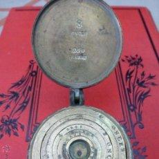 Antigüedades: ANTIGUO PONDERAL PARA ORO DE VARIAS PESAS PUNZONADAS CON EL ESCUDO REAL EN ONZAS Y GRAMOS. Lote 43829521