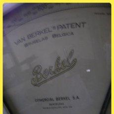 Antigüedades: BÁSCULA O BALANZA DE TIENDA MARCA BERKEL, HASTA 1 KG. Lote 43835397