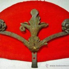 Antigüedades: COPETE DE VERJA EN HIERRO FORJADO DEL S. XVII CON ADORNOS VEGETALES.. Lote 43873162