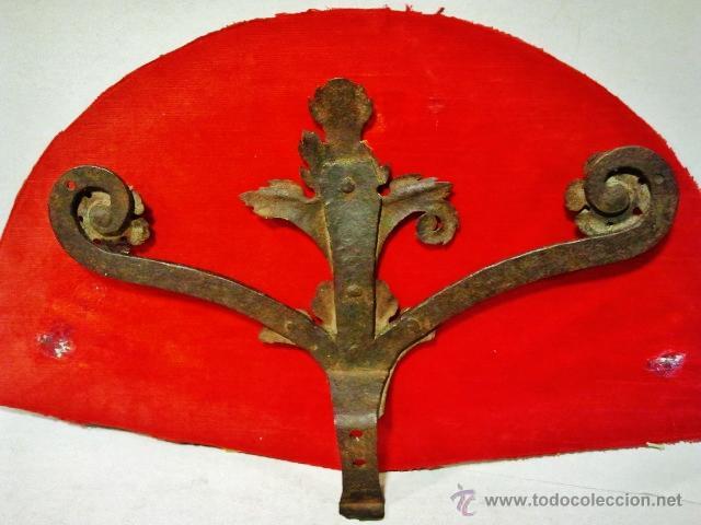Antigüedades: Copete de verja en hierro forjado del s. XVII con adornos vegetales. - Foto 3 - 43873162