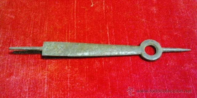 Antigüedades: Conjunto de tijeras, pinzas, badila y tijeras de chimenea en hierro forjado. - Foto 11 - 43873172