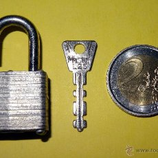 Antigüedades: CANDADO MASTER LOCK Nº 10 MILWAUKEE MINI CON LLAVE MUY PEQUEÑO MADE IN USA. Lote 44023676