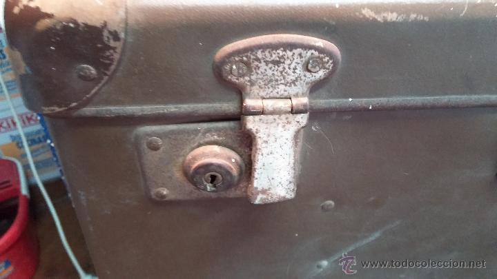 Antigüedades: Proyector de cine, muy antiguo, de origen checoslovaco, con maletín original, aceitera original,.... - Foto 5 - 44027361
