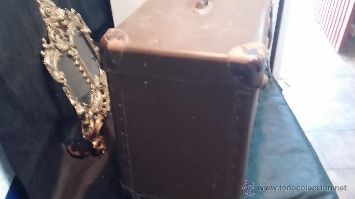 Antigüedades: Proyector de cine, muy antiguo, de origen checoslovaco, con maletín original, aceitera original,.... - Foto 7 - 44027361