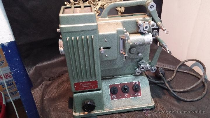 Antigüedades: Proyector de cine, muy antiguo, de origen checoslovaco, con maletín original, aceitera original,.... - Foto 23 - 44027361