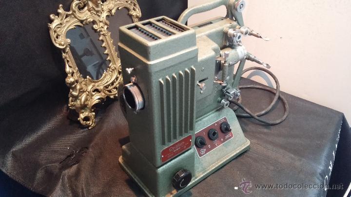 Antigüedades: Proyector de cine, muy antiguo, de origen checoslovaco, con maletín original, aceitera original,.... - Foto 24 - 44027361
