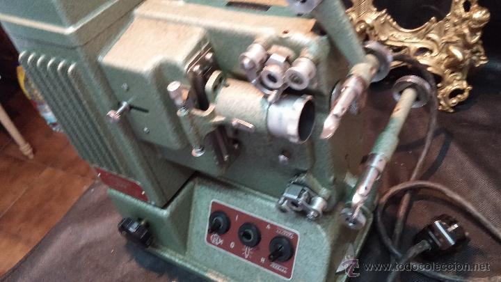 Antigüedades: Proyector de cine, muy antiguo, de origen checoslovaco, con maletín original, aceitera original,.... - Foto 31 - 44027361