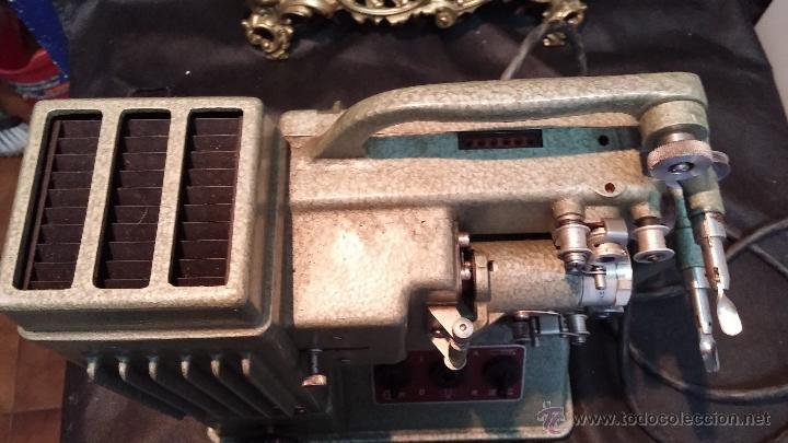 Antigüedades: Proyector de cine, muy antiguo, de origen checoslovaco, con maletín original, aceitera original,.... - Foto 32 - 44027361