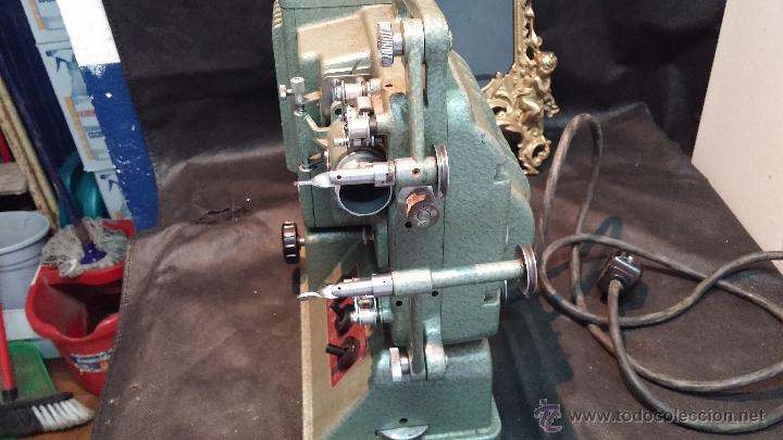 Antigüedades: Proyector de cine, muy antiguo, de origen checoslovaco, con maletín original, aceitera original,.... - Foto 33 - 44027361