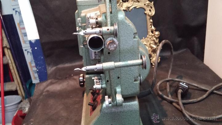 Antigüedades: Proyector de cine, muy antiguo, de origen checoslovaco, con maletín original, aceitera original,.... - Foto 34 - 44027361