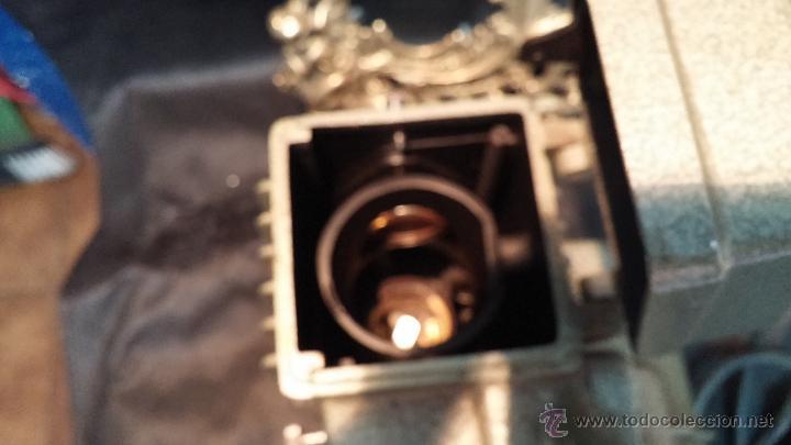 Antigüedades: Proyector de cine, muy antiguo, de origen checoslovaco, con maletín original, aceitera original,.... - Foto 37 - 44027361