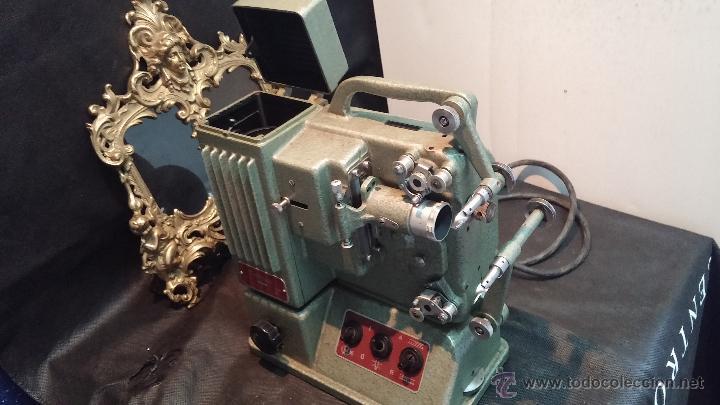 Antigüedades: Proyector de cine, muy antiguo, de origen checoslovaco, con maletín original, aceitera original,.... - Foto 39 - 44027361