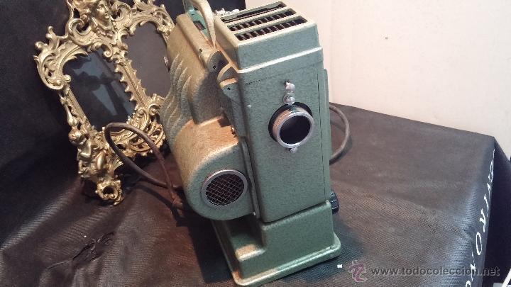Antigüedades: Proyector de cine, muy antiguo, de origen checoslovaco, con maletín original, aceitera original,.... - Foto 40 - 44027361