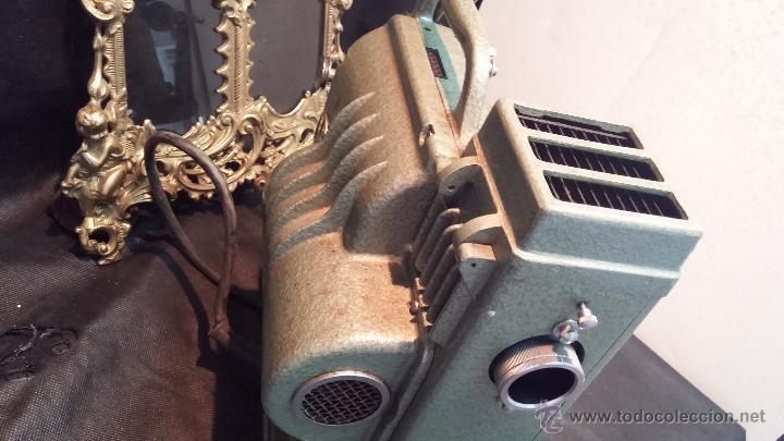 Antigüedades: Proyector de cine, muy antiguo, de origen checoslovaco, con maletín original, aceitera original,.... - Foto 43 - 44027361