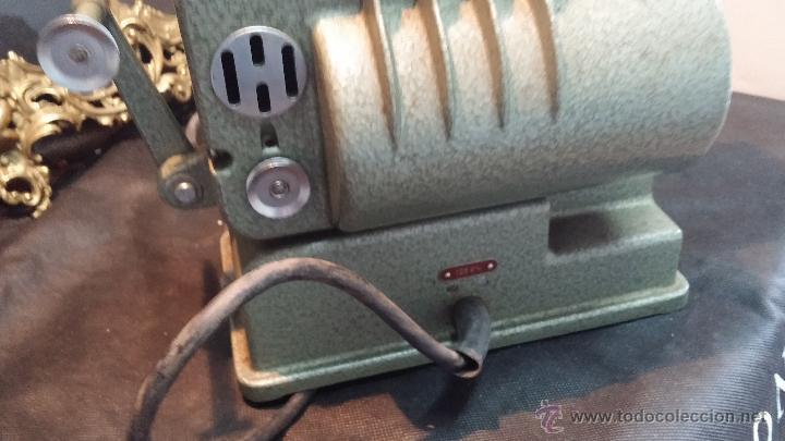 Antigüedades: Proyector de cine, muy antiguo, de origen checoslovaco, con maletín original, aceitera original,.... - Foto 45 - 44027361