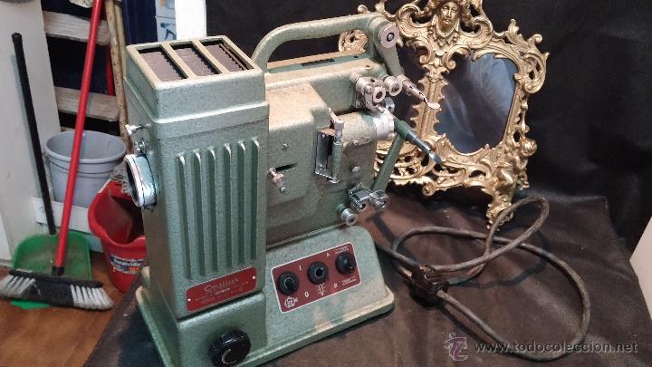 Antigüedades: Proyector de cine, muy antiguo, de origen checoslovaco, con maletín original, aceitera original,.... - Foto 48 - 44027361