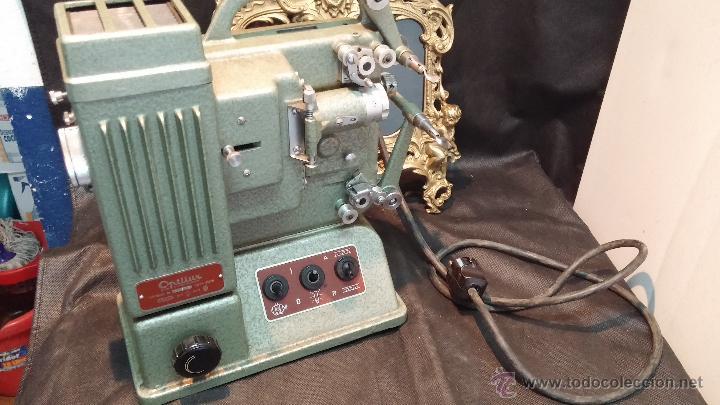 Antigüedades: Proyector de cine, muy antiguo, de origen checoslovaco, con maletín original, aceitera original,.... - Foto 49 - 44027361