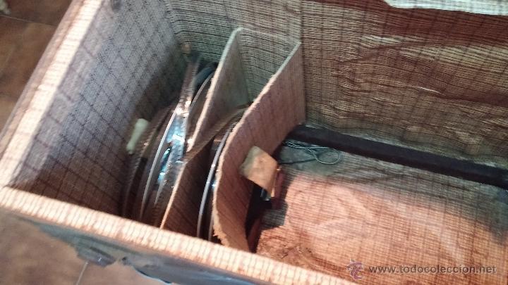 Antigüedades: Proyector de cine, muy antiguo, de origen checoslovaco, con maletín original, aceitera original,.... - Foto 51 - 44027361