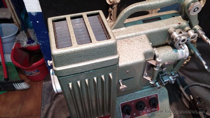 Antigüedades: Proyector de cine, muy antiguo, de origen checoslovaco, con maletín original, aceitera original,.... - Foto 53 - 44027361